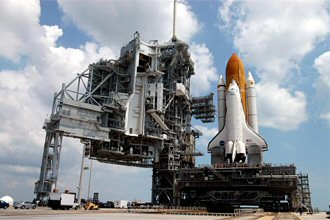 STS-114_rollout2-atpad