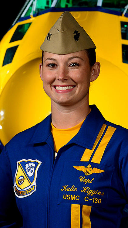 capt-katie-higgins-of-the-blue-angels-p-007